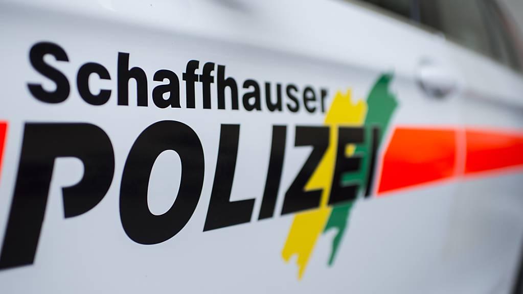 Bei einem Selbstunfall in der Stadt Schaffhausen ist am Freitag ein 53-jähriger Velofahrer verunfallt. Er zog sich unbestimmte Verletzungen am Kopf zu. (Symbolbild)