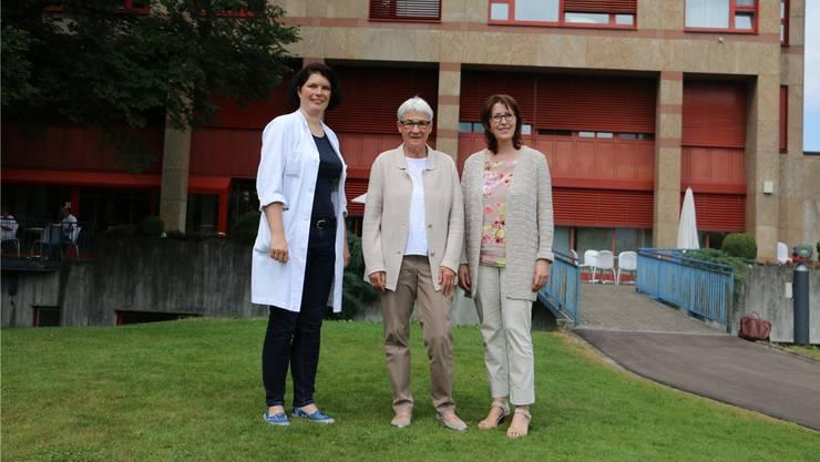 Verkündeten den positiven Entscheid für den Standort Laufenburg: Priska Grünig, Chefärztin der medizinischen Klinik Laufenburg, Katharina Hirt, GZF-Verwaltungsratspräsidentin, und Anneliese Seiler, GZF-CEO, (v.l.).