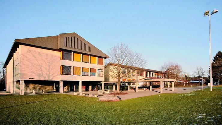 Dorfmattschulhaus: An der Gemeindeversammlung vom 2. Juni entscheidet die Gemeinde Bätterkinden über die Gründung des Schulverbandes Untere Emme. (Bild: Felix Gerber)