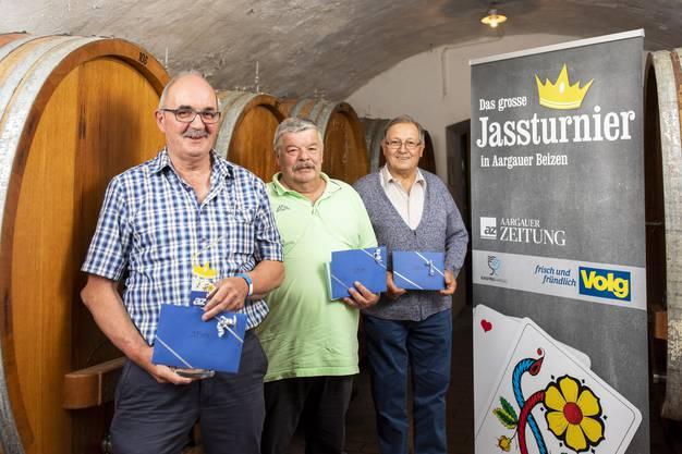 Die Gewinner vom AZ-Jasskönig Finalturnier: Franz Furrer, Muri, (1.Platz) Kurt Koch, Villmergen (2. Platz) Peter Bachmann, Felsenau (3. Platz), von links, im Restaurant zum Sternen Würenlingen am 17. Mai 2019.