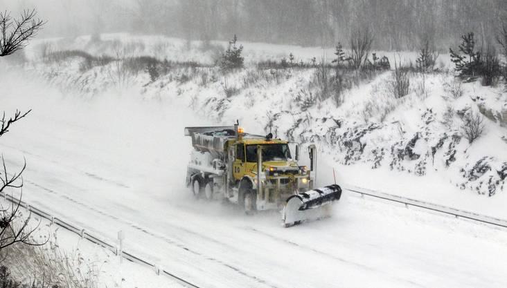 Ein Schneepflug ausserhalb von New York.