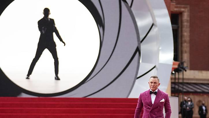 dpatopbilder - Daniel Craig, Schauspieler aus Großbritannien, bei der Weltpremiere des neuen James Bond Films «No Time to die» in London. Craig (53) soll auf Hollywoods «Walk of Fame» mit einer Sternenplakette verewigt werden. Foto: Matt Dunham/AP/dpa
