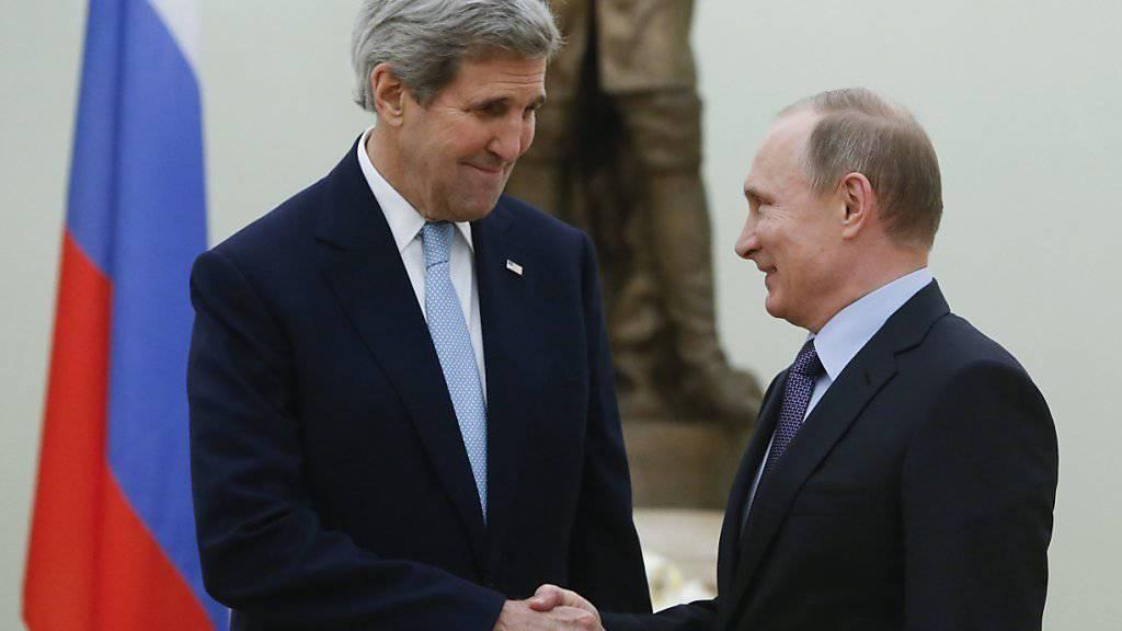 US-Aussenminister John Kerry traf sich mit dem russischen Präsidenten Putin in Moskau um über gemeinsam Schritte zur Rettung des Waffenstillstands in Syrien zu reden.