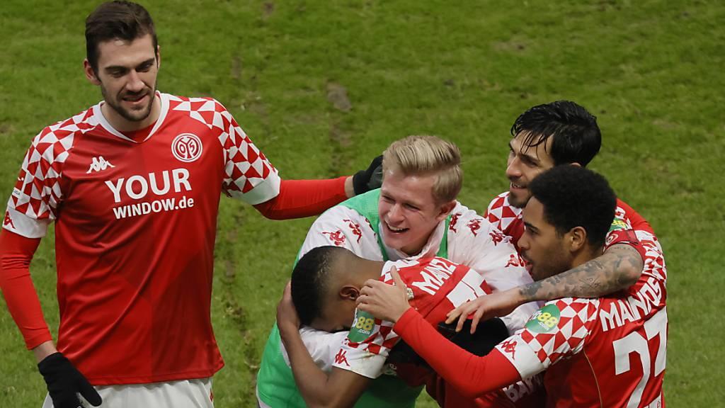 Bayerns Verfolger Leipzig und Leverkusen verlieren