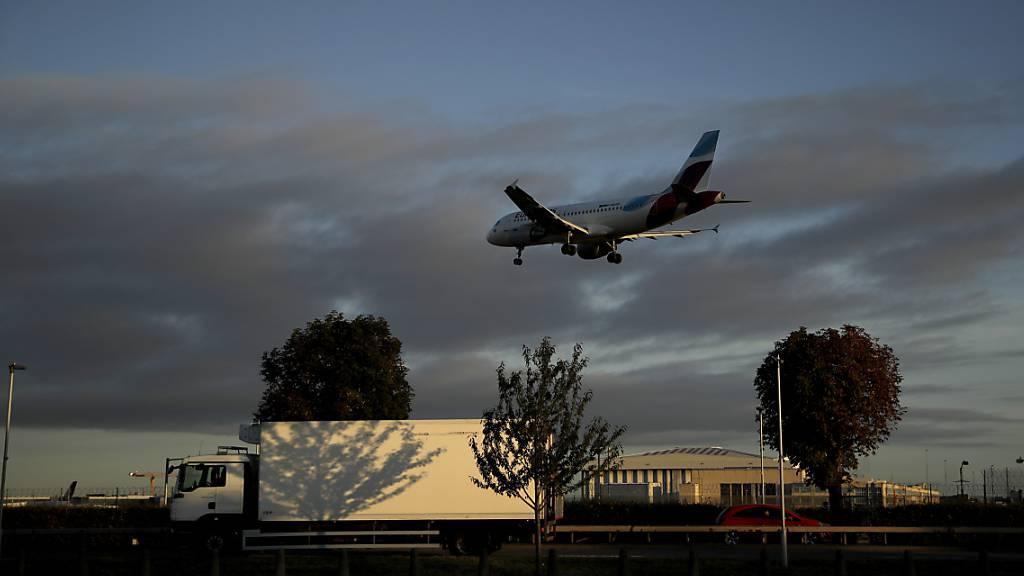 Klimaschützer von Drohnenflügen über Heathrow abgehalten