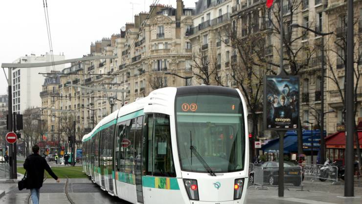 Ein Tram unterwegs in der Pariser Vorstadt. (Archivbild)