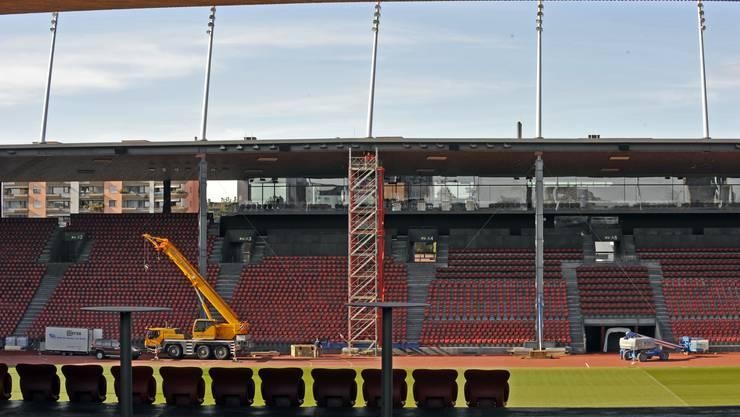 31 Dachträger im Stadion Letzigrund wurden mit Stahlstützen gesichert.