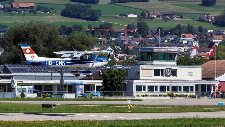Die Solothurner Regierung fordert klare Rahmenbedingungen vom Bund, damit der Flughafen Grenchen seine Aufgaben für die fliegerische Ausbildung weiterhin übernehmen kann.