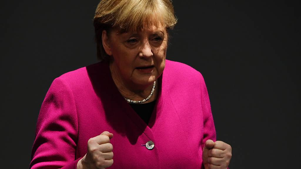 Bundeskanzlerin Angela Merkel (CDU) gibt im Bundestag eine Regierungserklärung zur Corona-Pandemie und zum Europäischen Rat ab. Foto: Michael Kappeler/dpa