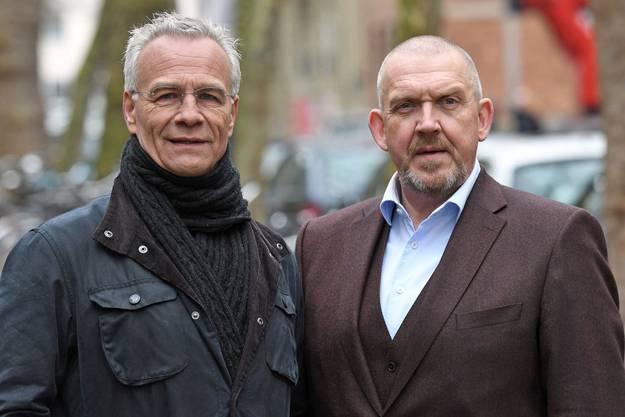 Die Schauspieler Klaus J. Behrendt (in der Rolle des Max Ballauf, l) und Dietmar Bär (als Freddy Schenk, r) kehren regelmässig in der besagten Würstchenbude ein.
