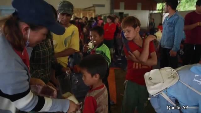 Laos: Erste Überlebende in Notunterkunft angekommen