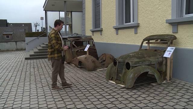 Grosses Rätseln um rostige Autos vor Gemeindehaus