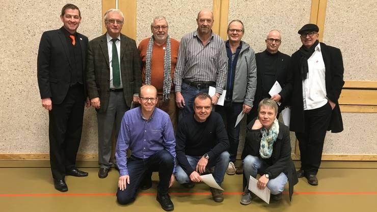Gemeindepräsident Georg Lindemann ehrte (v.l.): Rolf Büttiker, Robert Kissling, Hans Lerch, Hans Mäder; Beat Nützi, Bruno Wirth und (vorne v.l.) Thomas Kölliker, Martin Rauber, Ruth Stutz.