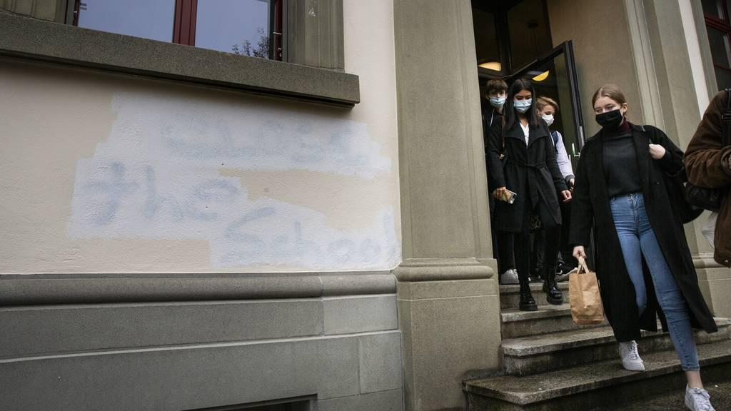 St.Galler Schulen bleiben im Präsenzunterricht ++ Lehrpersonen sollen Impfvorrang erhalten