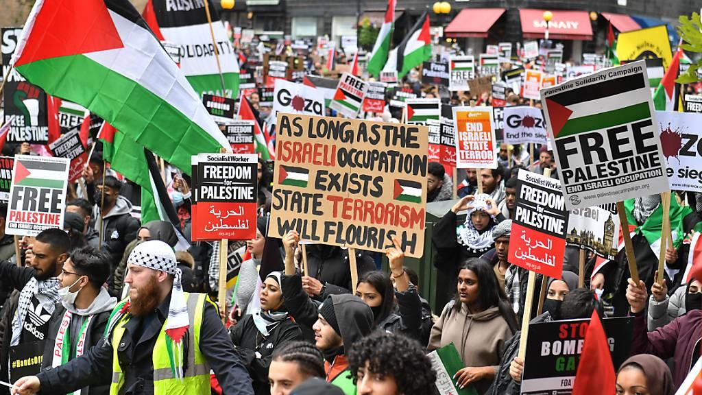Tausende demonstrieren in London gegen israelischen Beschuss Gazas