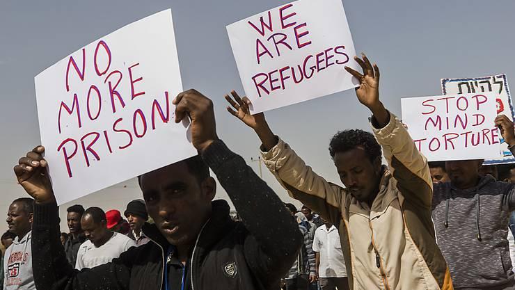 Migranten, welche kein Bleiberecht haben, sollen durch die Ankerzentren einfacher abgeschoben werden. (Symbolbild)