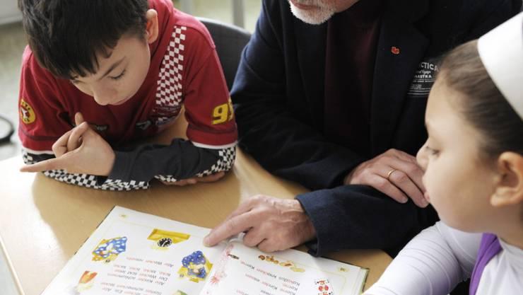 An der Erzählnacht 2016 sind Erwachsene am 11. November aufgefordert, Kindern Bücher vorzulesen, geheimnisvolle Geschichten zu erzählen (Archiv)