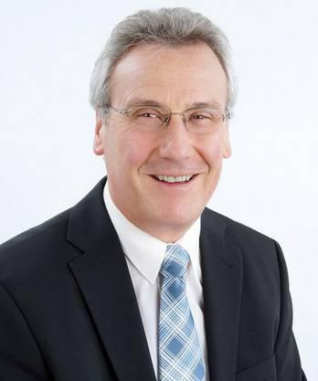 Beat Schmid (SVP) ist 60 Jahre alt. Er wurde 2014 in den Gemeinderat gewählt. Das Ressort Finanzen übernahm er vom heutigen Gemeindepräsidenten Michael Deplazes (parteilos). Schmid war zuvor zwölf Jahre lang in der Rechnungsprüfungskommission.