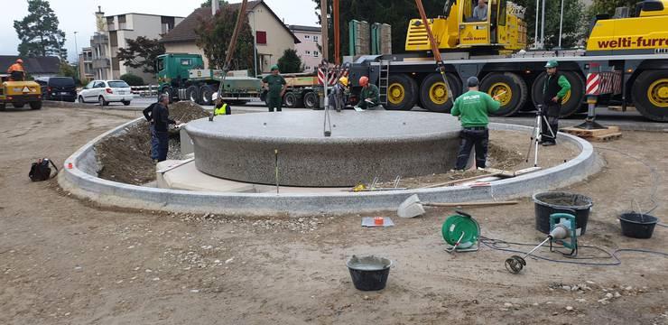 Der 34 Tonnen schwere Betonbrunnen kostet 110'000 Franken.