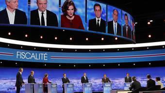 Aufnahme von der ersten TV-Debatte der sieben Kandidierenden