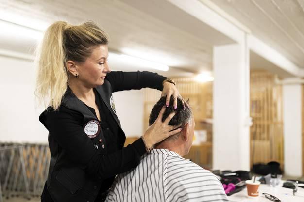 Die Barber Angels Brotherhood schneiden Menschen mit wenig Geld die Haare gratis.