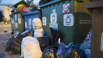Drastische Busse sollen jene befürchten müssen, die ihren Abfall nicht korrekt entsorgen. (Archiv)