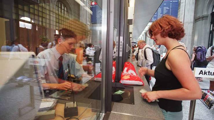 Wer via SBB-Schalter Geld an Verwandte schicken will, erlebt eine Überraschung. (Symbolbild)