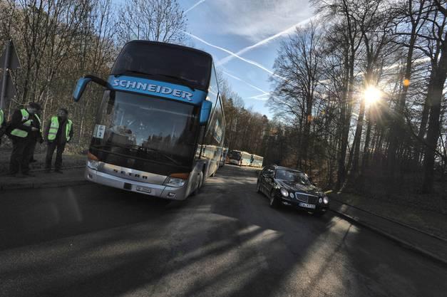 Die Scintilla-Belegschaft reiste mit fünf Bussen nach Deutschland
