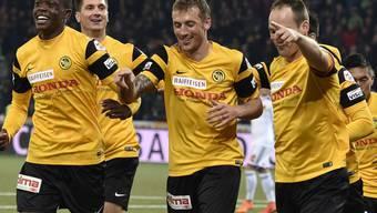YB mit Doppeltorschütze Alexander Gerndt (Mitte) jubeln über den Sieg gegen St. Gallen