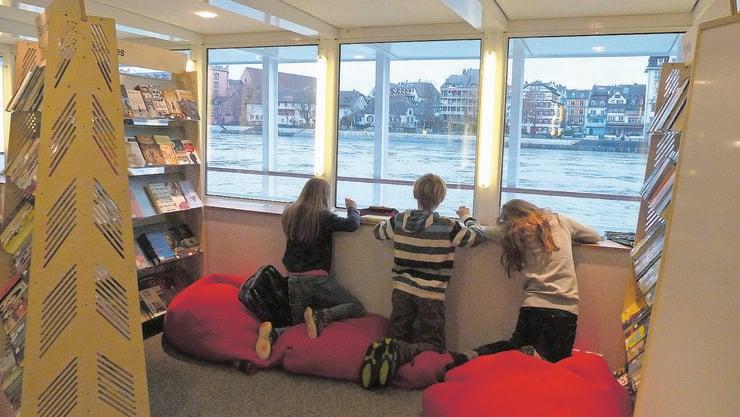 Vergangenen Dienstag ankerte das Jugendbücherschiff an der Schifflände. (Archivbild)
