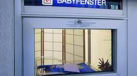 Neugeborenes in Babyfenster in Einsiedeln abgelegt