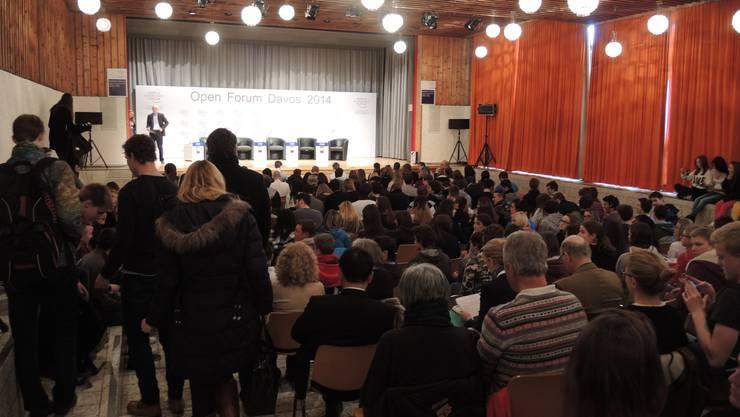 Podiumdiskussionen an Schulen sind eine Möglichkeit, über Politik zu informieren. Die Basler Jungfreisinnigen verlangen, dass «Politik» ein eigenes Schulfach wird. (Symbolbild)