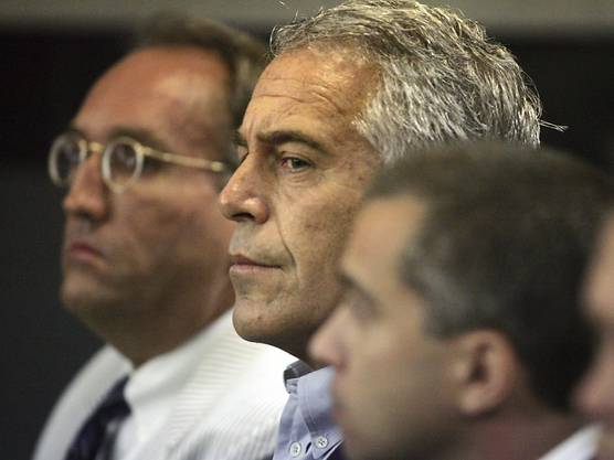 Der US-Multi-Millionär Jeffrey Epstein ist wegen neuen Anschuldigungen im Zusammenhang mit Sexhandel festgenommen worden.