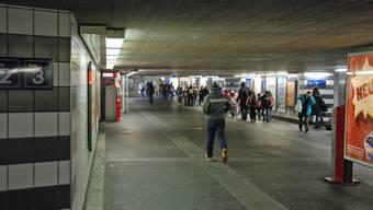 In der Unterführung des Bahnhofs Aarau kam es zur Auseinandersetzung. (Archiv)