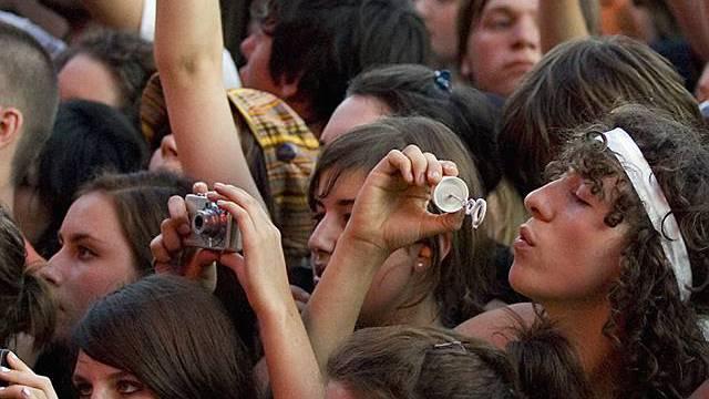 Junge Fans vor der Hauptbühne (Archiv)