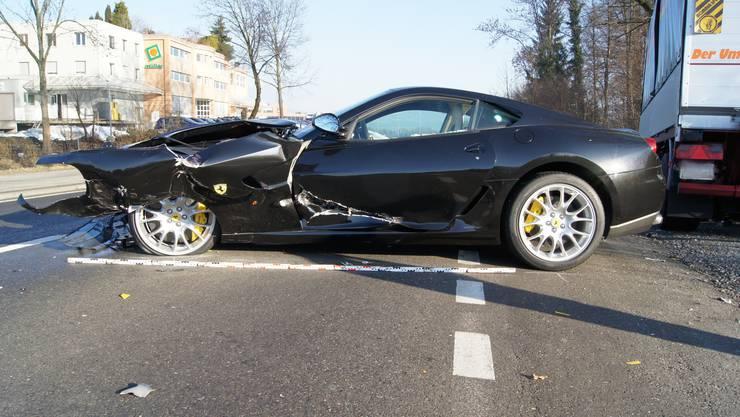44-Jähriger fährt seinen Ferrari zu Schrott