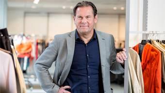 Jörg Weber, Gründer der Modekette Chicorée, glaubt nach wie vor an das stationäre Geschäft – vor allem für Discountanbieter sieht er in der Schweiz noch grosses Potenzial. Sandra Ardizzone