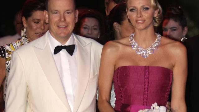 Fürst Albert II. und seine Frau Charlène am Rot-Kreuz-Ball