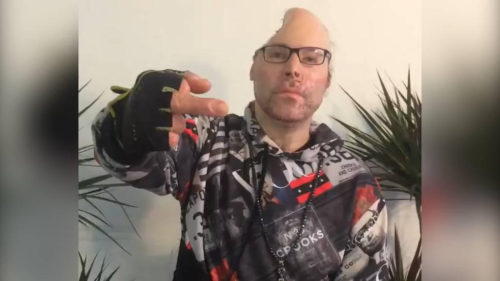 «Dr. Knarf» meldet sich mit halbem Schädel zurück