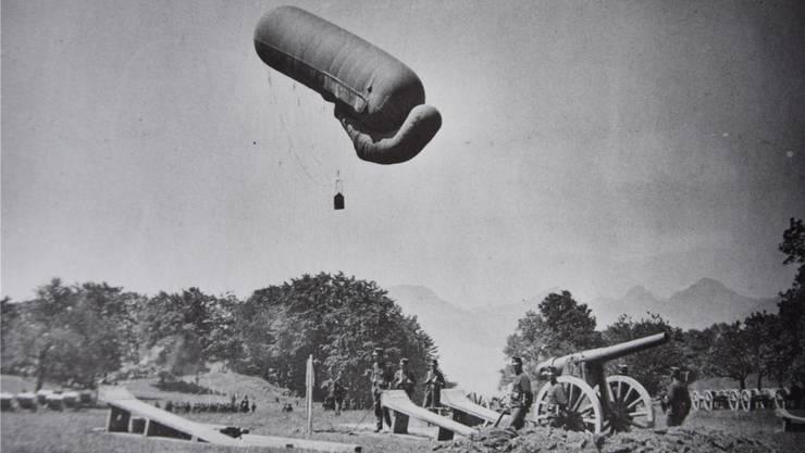 In einem solchen Fesselballon fand Walter Flury erst 22-jährig den Tod.