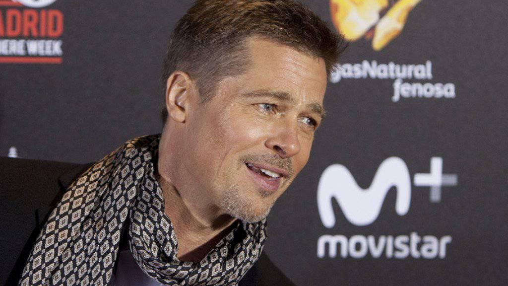 Die privaten Strapazen der letzten Monate sind ihm nicht (mehr) anzusehen: Brad Pitt posiert in Madrid auf dem Roten Teppich.