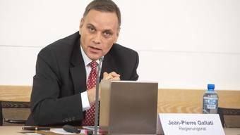 Gesundheitsdirektor Jean-Pierre Gallati informiert am Point de Presse. (Archivbild)