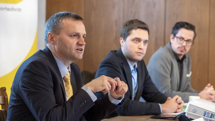 Bernhard Guhl, Philippe Tschopp und Lukas Wopmann (von links) erklären Ende Januar 2019 die Amtsenthebungs-Initiative.