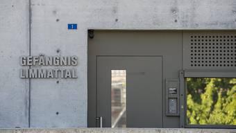 Das Zwei-Phasen-Modell für die Untersuchungshaft im Kanton Zürich soll im Dietiker Gefängnis getestet werden.
