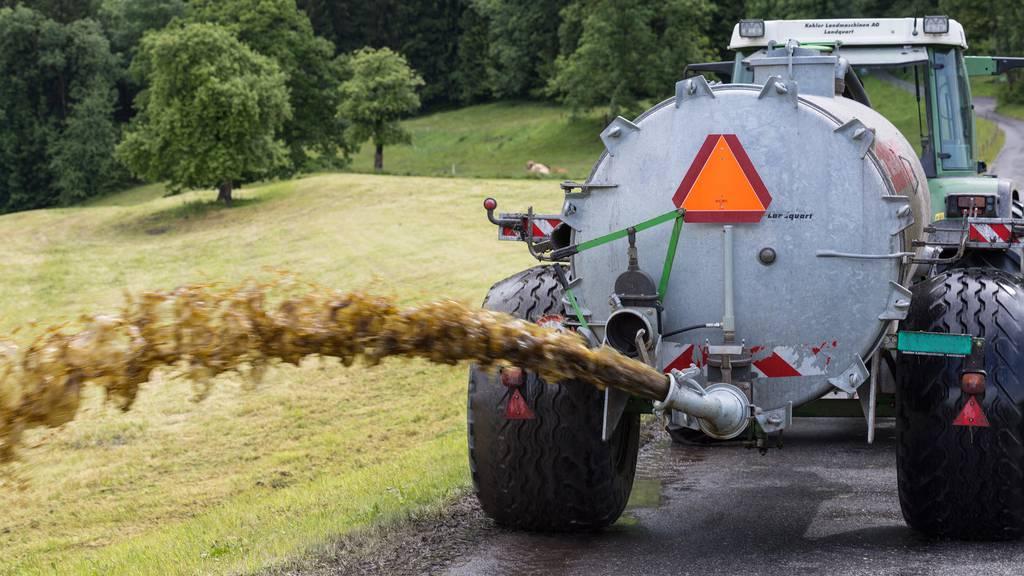 Traktorunfall beim Güllen - Mann muss per Helikopter ins Spital