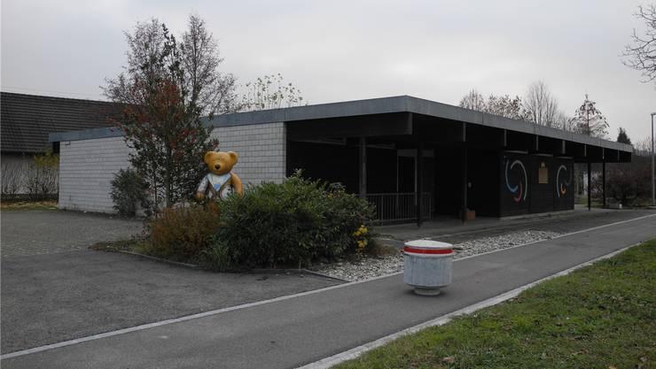 Wo heute noch der ehemalige Kindergarten Brüel steht, könnte bald ein Mehrfamilienhaus gebaut werden.