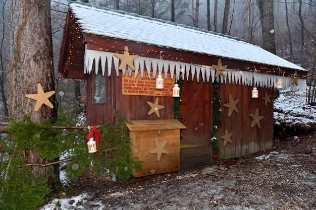 Das «Chrischtchindli-Hüttli» mit dem grossen Weihnachtswunsch-Briefkasten.
