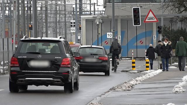 Drei Beispiele: Brenzlige Verkehrssituationen für Velofahrer in Aarau, die laut Pro Velo Region Aarau Verbesserungspotenzial haben