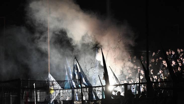 Entspannt: Trotz Stromausfall im Brügglifeld bleibt die Stimmung im März 2017 auch im Gästesektor mit FCZ-Fans friedlich.