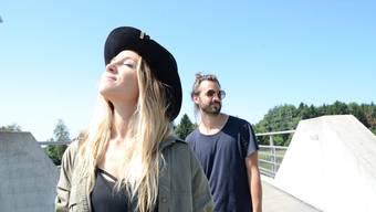 """Am 1. September wird ihre 2. CD, """"It Takes A Village"""" veröffentlicht. Die beiden stammen aus dem Freiamt (Waltenschwil/Boswil) und leben heute in Los Angeles."""